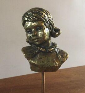 Buste-de-fillette-Bronze-dore-socle-en-marbre-Monogramme-PM-10x7x5-Hauteur-25