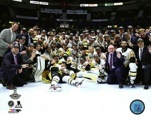 Pittsburgh Penguins 2017 Stanley Cup Team Celebration Photo UE210 (Select Size)