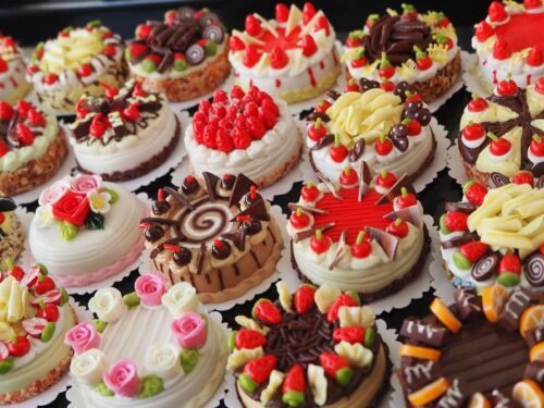 RANDOM PICK 4 MINIATURE CAKES DOLLHOUSE FOOD SUPPLY DECO BAKERY FOR BARBIES