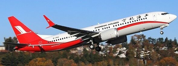 JC Wings jclh 2180 1 200 Shanghai Airlines Boeing 737-8MAX Reg  B-1382 avec support