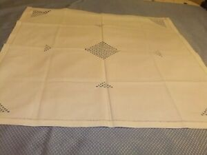 Tablecloth-Vintage-Small-Bridge-Cloth-White-Linen-Embroidery-Cutwork-89TC