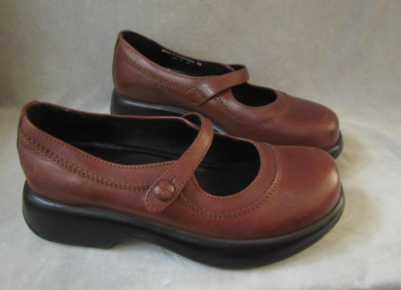 DANSKO Mary Jane shoes Brown Leather Comfort Soles Womens Sz 38 US 7.5 Clogs