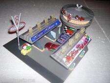 PIXAR CARS CUSTOM MERRY CHRISTMAS FLO'S V8 CAFE PLAY SET PLUS 3 CHRISTMAS CARS