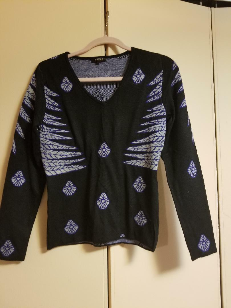 YUKA sweater size L (8-10 USA )