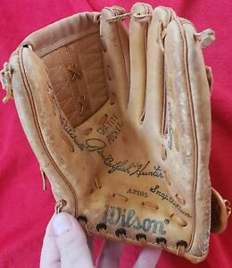 Vintage-Wilson-Baseball-Glove-Autographed-Catfish-Hunter-A2195