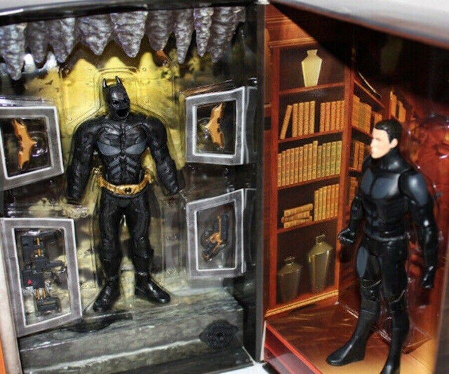 Bruce Wayne Changes To Batuomo Dark Knight Rises Movie Masters SDCC luci suono