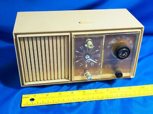 Mid-Century-GE-Alarm-Clock-Radio-Mode-C2420D-Beige-Tested-VTG-Retro-Solid-State