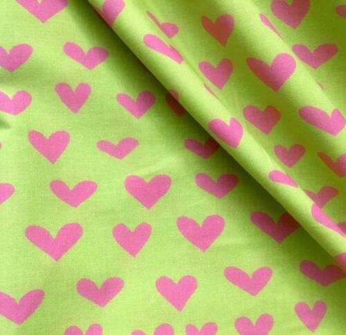"""Impresión del corazón 100/% Algodón Popelín material Vestido Ropa De Cama 280cm 110/"""" Verde Lima Rosa"""