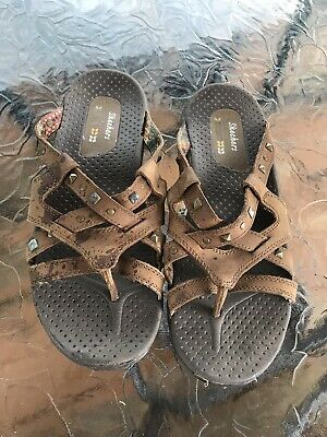 discontinued skechers sandals