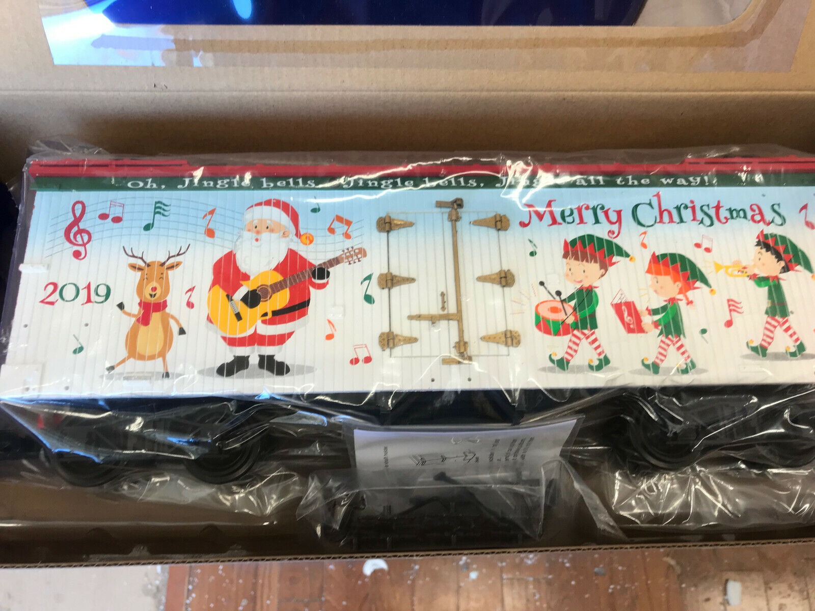 USA Trains R13037S CHRISTMAS MUSICAL & LIGHTED 2019 LIMITED RUN REEFER  -NEW