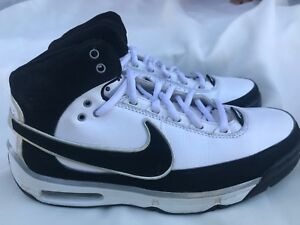 ac879e1a55b849 Nike Elite Family basketball black and white shoes in used but great ...