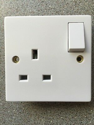 Volex VX1300 1 Gang 13amp Switched Socket White