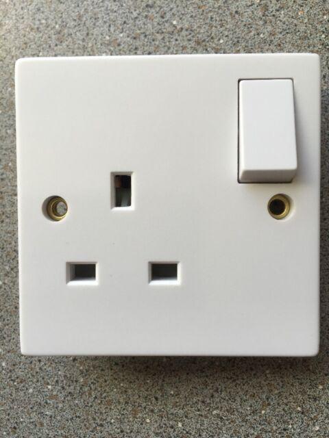Volex VX1300 1 Gang 13amp Switched Socket White