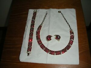 Vintage-Signed-LISNER-Gold-Tone-Red-Rhinestone-Necklace