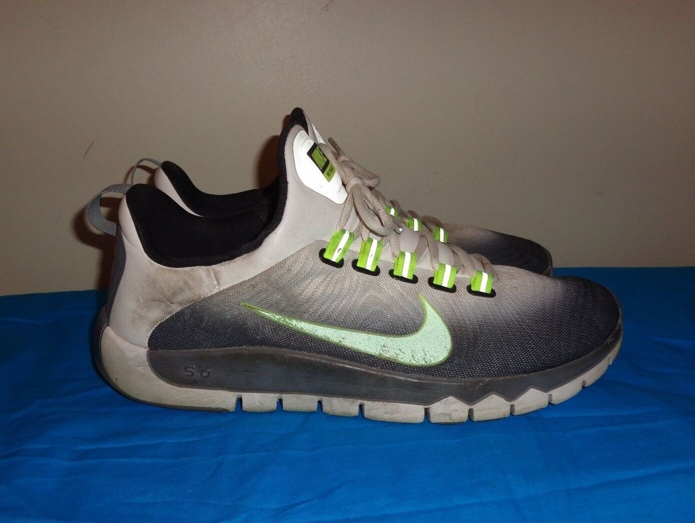 Special limited time mens Nike Trainer 5.0 V5 running shoes size 13 L@@K!