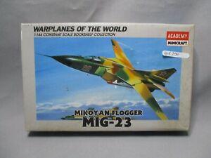 AM290-ACADEMY-1-144-MAQUETTE-AVION-MIKOYAN-FLOGGER-MIG-23-REF-4427-TRES-BON-ETAT