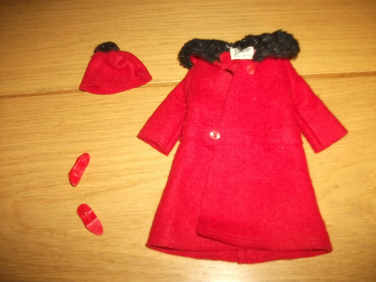 BARBIE-VINTAGE-Outfit n. 0819-rojo. version 60 anni lui