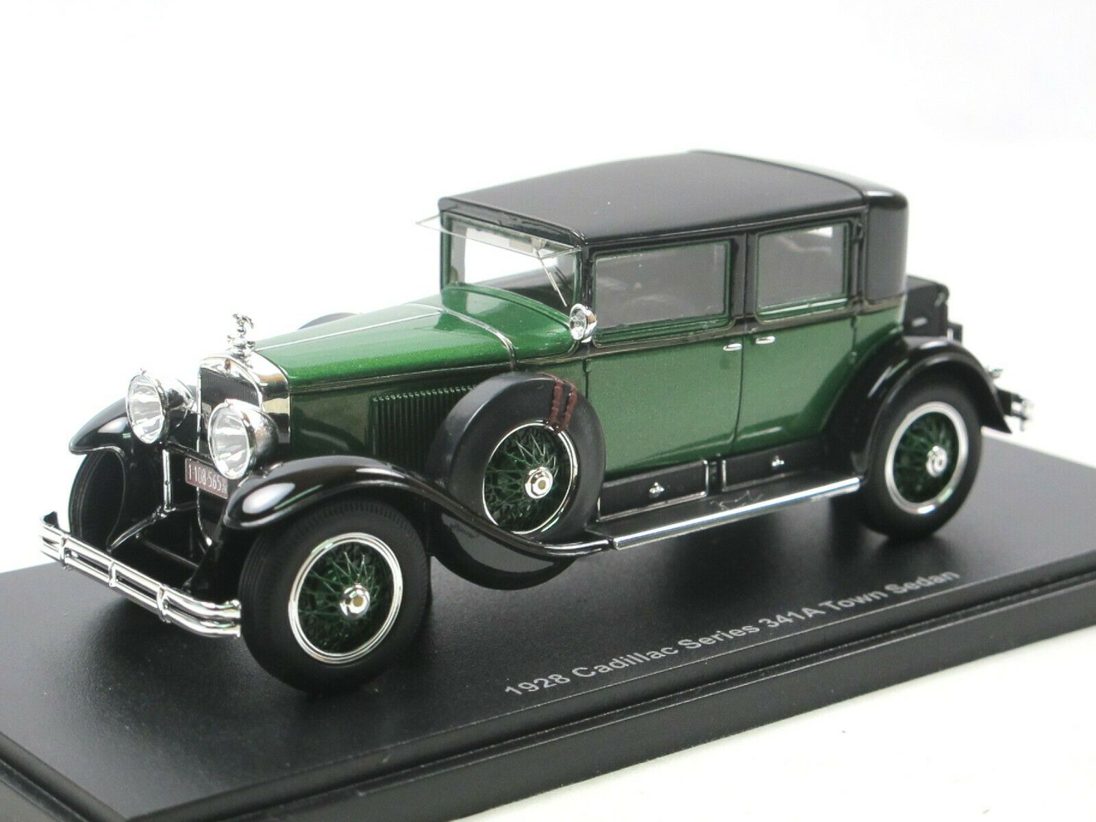 ESVAL MODELS - 1928 illac Series 341 A Town Sedan Al Capone armoruge car 1 43