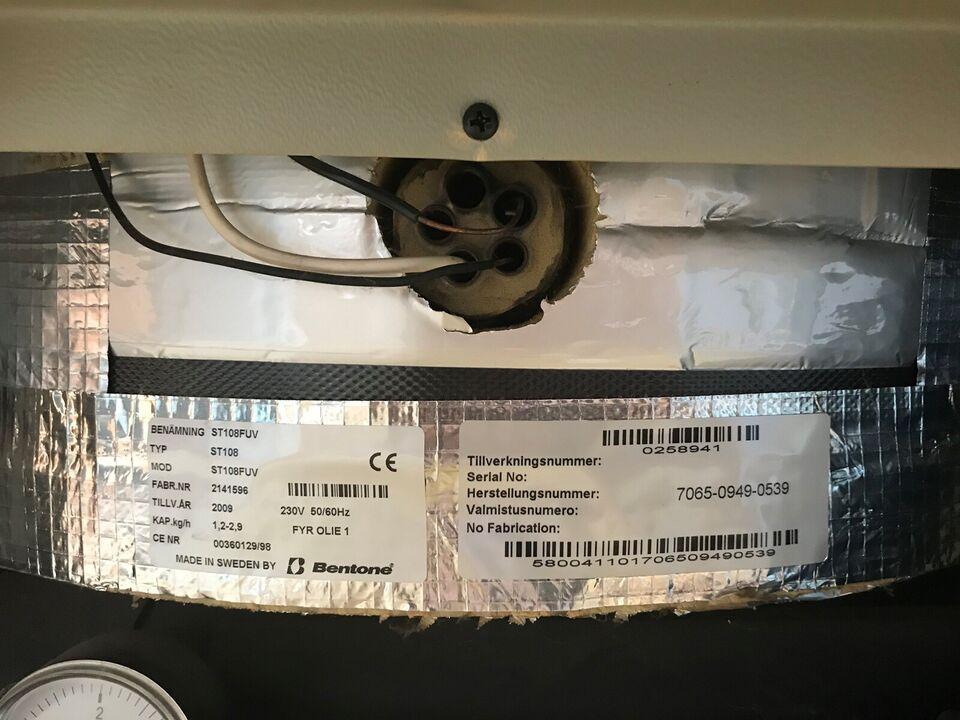 Oliefyr m. integreret 80L varmvandsbeholder.