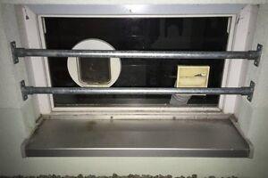 sicherheitsstange katzenklappe fenster sicherung gitter einbruchschutz 0166 ebay. Black Bedroom Furniture Sets. Home Design Ideas
