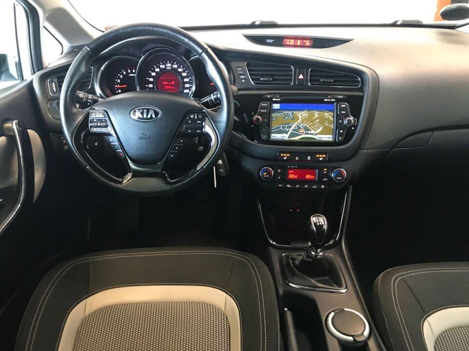 Kia Ceed 1,6 CRDi 128 Premium+ SW Diesel modelår 2015 km