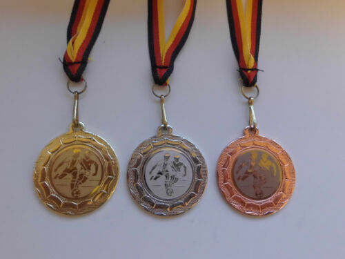 e100 Fußball Ball Pokal Kids Medaillen 3er Set mit Band&Emblem Turnier Pokale Pokale & Preise