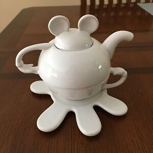 Vintage-DISNEY-MICKEY-MOUSE-Stacking-Teapot-Cup-amp-Saucer-Set-White-Ceramic
