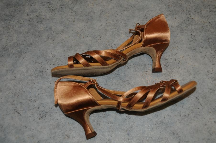 Wie Wie Wie NEU International Dance schuhe   CINDY   TAN SATIN   REG   2  IDS   Gr. 4 5 f6350b