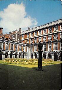 B87153-hampton-court-palace-middlesex-fountain-court-uk