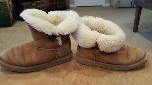6d884bd6e UGG Australia Kids Mini Bailey Button Chestnut Boot Girls Size 3   eBay
