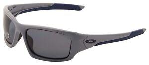 Oakley-Valve-Sunglasses-OO9236-05-Matte-Fog-Grey-Polarized-Lens-BNIB