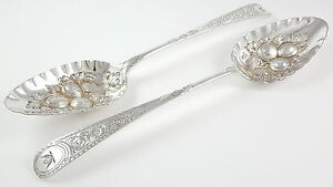 CASED-SET-OF-ANTIQUE-GEORGIAN-SOLID-SILVER-amp-BERRY-SPOONS-LONDON-1801