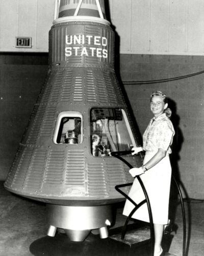 JERRIE COBB EP-068 8X10 NASA PHOTO FIRST FEMALE ASTRONAUT TRAINEE