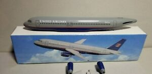 FLIGHT-MINATURE-UNITED-AIRLINES-OC-A320-1-200-SCALE-PLASTIC-SNAPFIT-MODEL