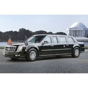 1-43-Greenlight-86110D-Cadillac-Limousine-Barack-Obama-2000