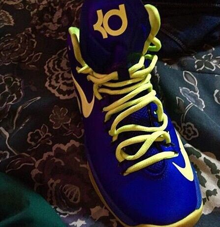 Blue Kd V Elite Basketball Shoes size 4.5, good condition call for any questions