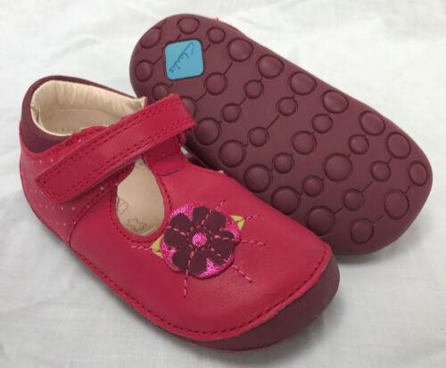 Nuevo Y en Caja Clarks Niña pequeña amapola Baya Cuero Primero Zapatos de crucero E//F//G//H