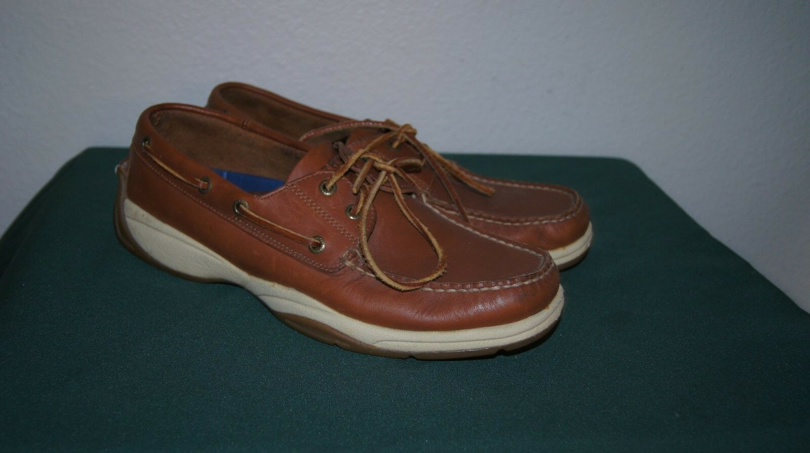 SPERRY TOPSIDERS 9.5 M  WATERPROOF BOAT SHOES 9.5 SPERRY SHOES 9.5 BOAT SHOES