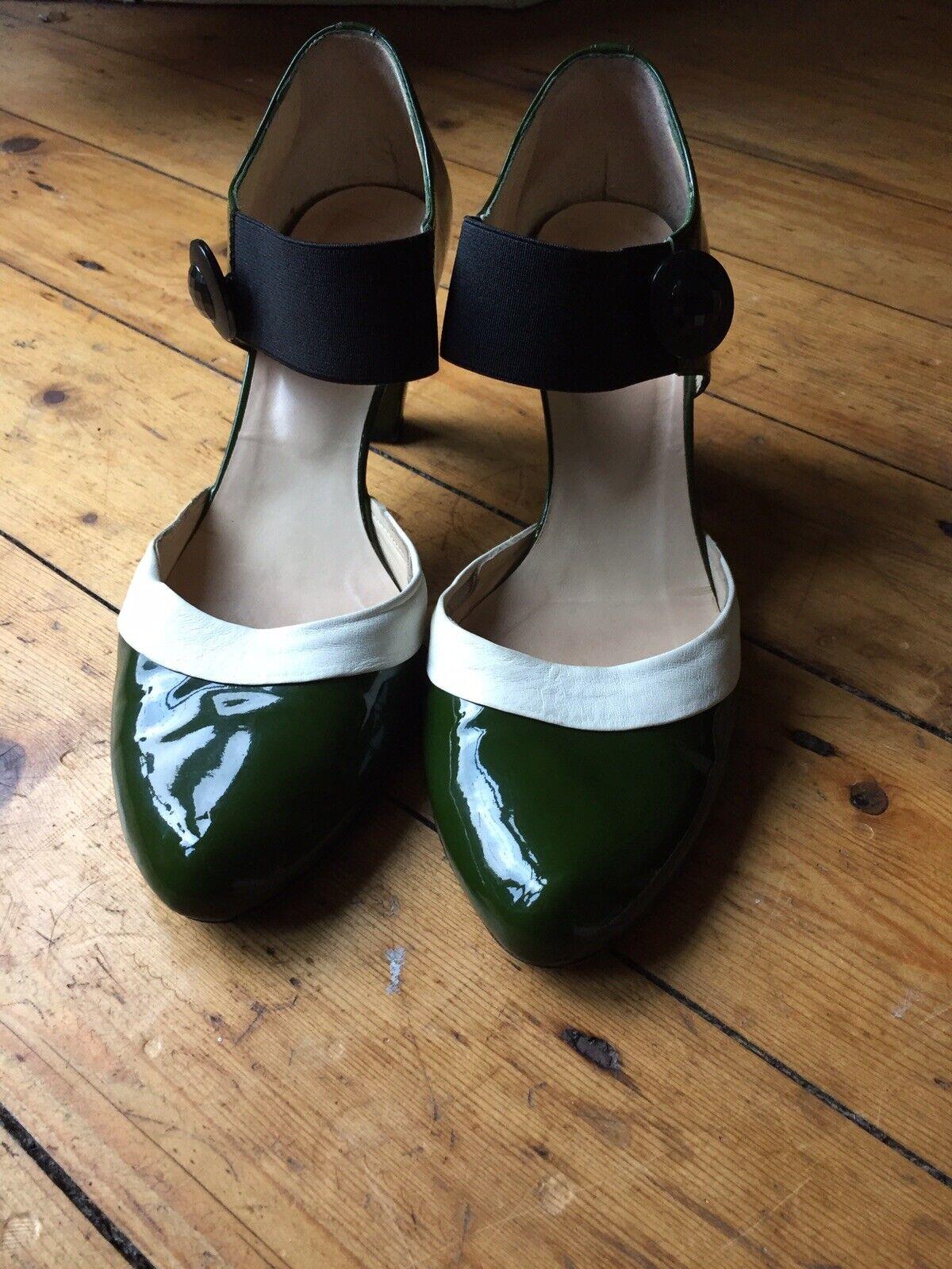 C. Doux Taglia 5 38 verde e Crema di Brevetto Scarpe. condizioni molto buone.