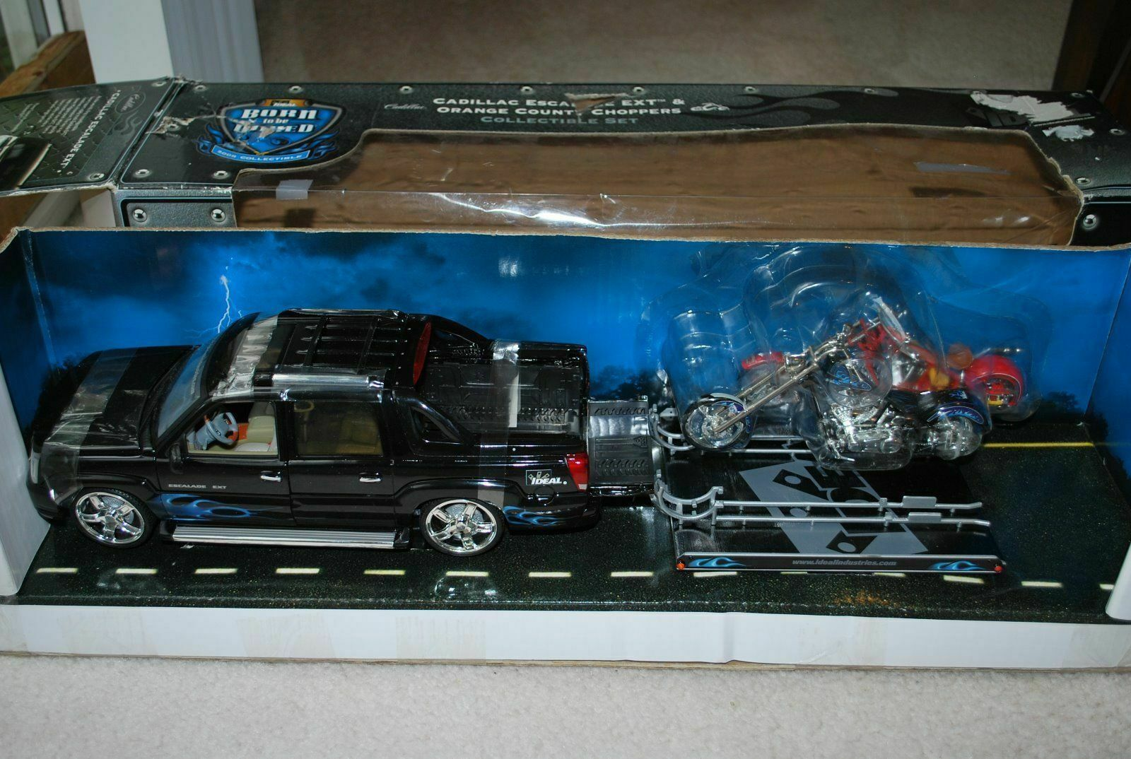 1/18 Cadillac Esacalade EXT pulling a trail with 2 choppers on it, VHTF, AS IS,