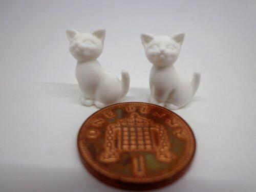 1:12th escala dos Sentado Blanco Gatitos muñeca casa miniatura gatos Mascotas animales.