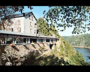CROZANT-23-HOTEL-des-RUINES-en-bord-de-LAC