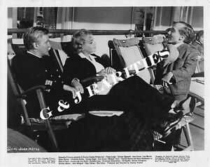 039-SHIP-OF-FOOLS-039-Michael-Dunn-and-cast-in-a-Glossy-8x10-Movie-Still