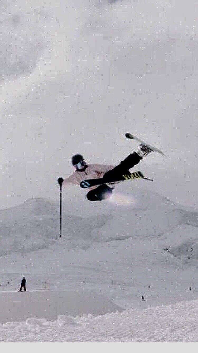 Kvinnor åka skidordor med bindor