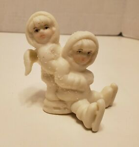 Angels-Playing-in-the-Snow-Figurine-Vintage