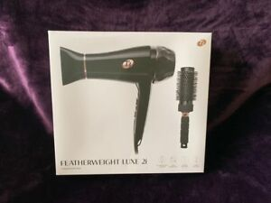 NEWT3 Featherweight Luxe 2i Professional Hair Dryer Black Color with Brush