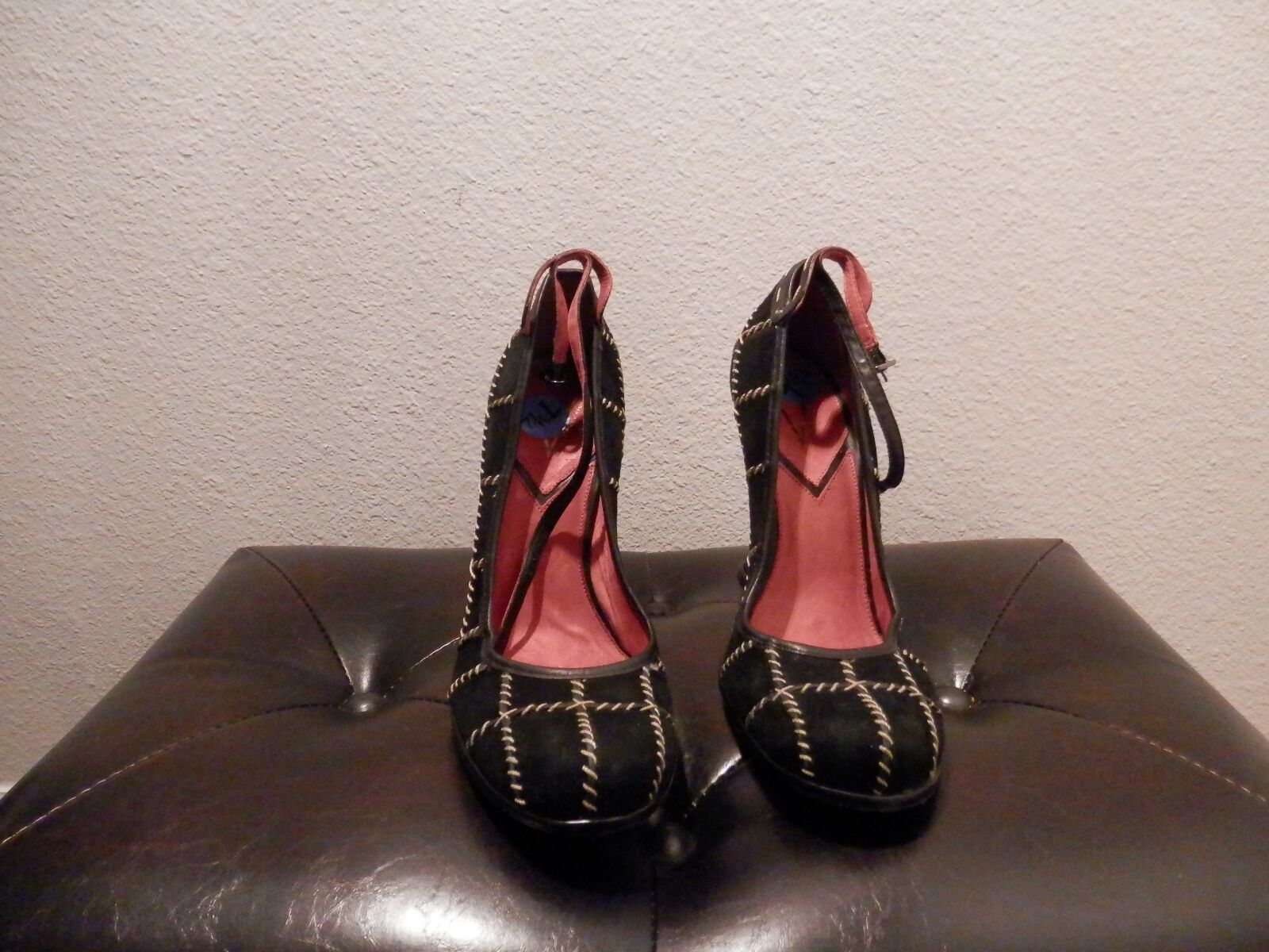 WOW Must See/Must Buy, Women's Wedge Shoe, Size 7.5