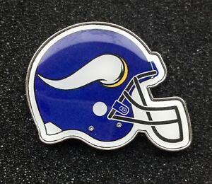 La foto se está cargando Minnesota-Vikings-NFL-equipo-insignia-pin-de-casco- 907d71784f2
