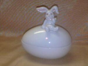 Vintage Fitz and Floyd Easter Bunny Rabbit Trinket Box