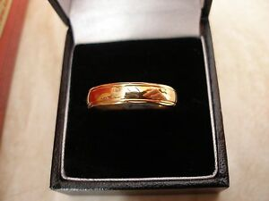 GENTS 9 CARAT YELLOW GOLD WEDDING DRESS RING MADE IN UK BY BN BRAND